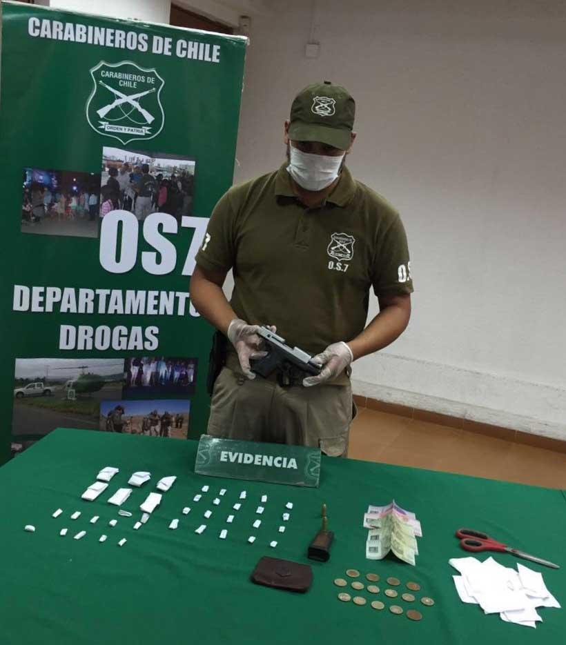 Photo of OS7 Iquique incauta armamento y drogas en allanamiento en la villa Quitasoles