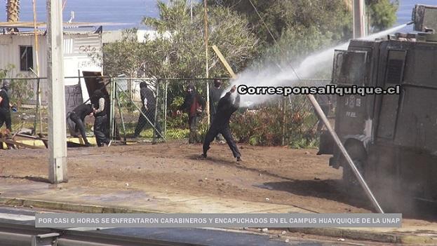 Photo of Carabineros y encapuchados se enfrentaron en Campus Huayquique