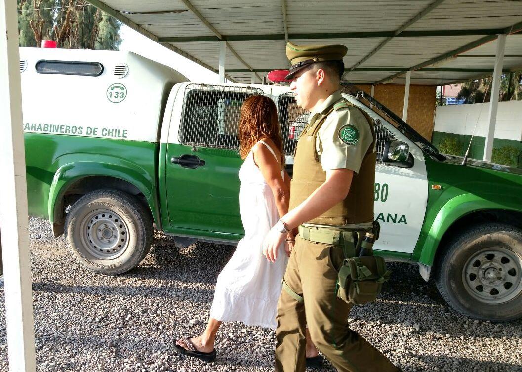 Photo of Detienen a mujer por microtráfico en La Tirana