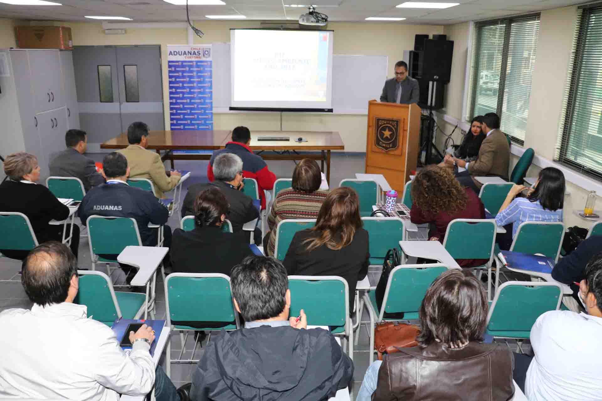 Photo of Aduanas capacita a funcionarios contra el tráfico ilícito