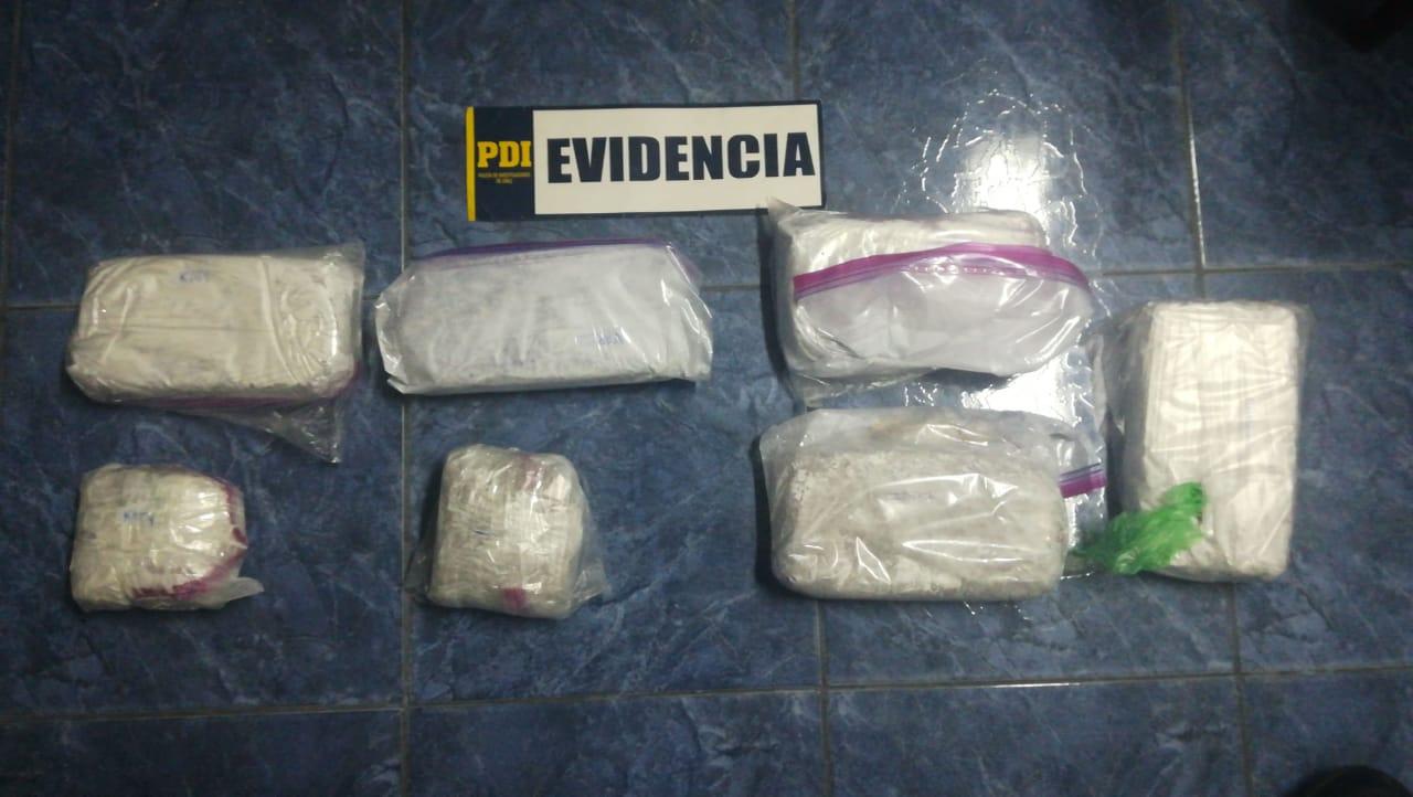 Photo of Fiscalía y PDI desarticulan banda de tres hermanas que enviaban droga vía aérea