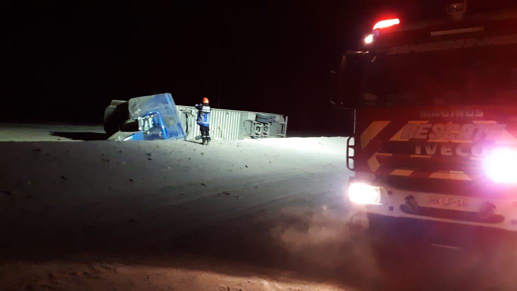 Photo of 1 muerto y 1 lesionado en volcamiento de camión