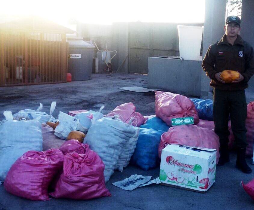 Photo of Detienen a bolivianos por contrabando de frutas