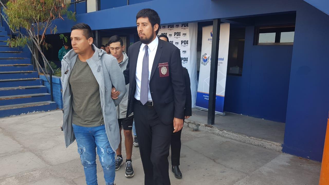 Photo of Fiscalía y PDI detuvieron a 10 habitantes de  las caletas por barricadas y robos en Ruta 1