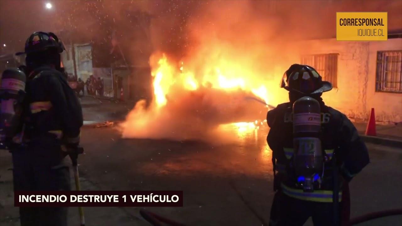 Desconocidos incendian vehículo