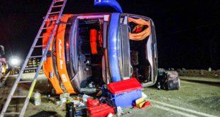 40 lesionados deja volcamiento de bus